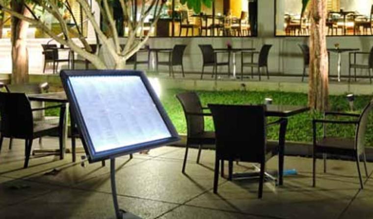 Caf h tel restaurant caf h tel restaurant for Porte menu lumineux exterieur